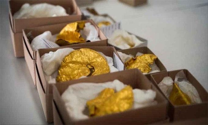 Một số đồ vật bằng vàng trong kho báu Vindelev.