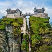 Ngôi chùa nằm trên đỉnh núi tách đôi và những bí ẩn khiến hậu nhân đau đầu