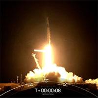 SpaceX lần đầu tiên đưa 4 phi hành gia không chuyên lên vũ trụ