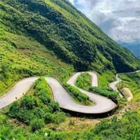 3 đoạn đường hiểm trở và ngoạn mục khó tin ở Hà Giang không thua Mã Pí Lèng