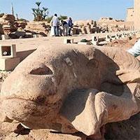 """Phát hiện tượng đầu cừu khổng lồ trên """"Đại lộ Nhân sư"""" ở Ai Cập"""