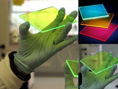 Tấm pin năng lượng mặt trời màu hấp thụ toàn bộ năng lượng ánh sáng